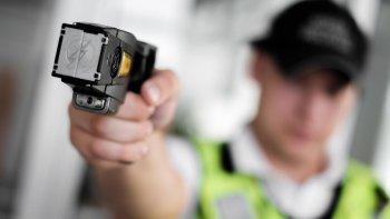 Seguridad encargó pistolas eléctricas