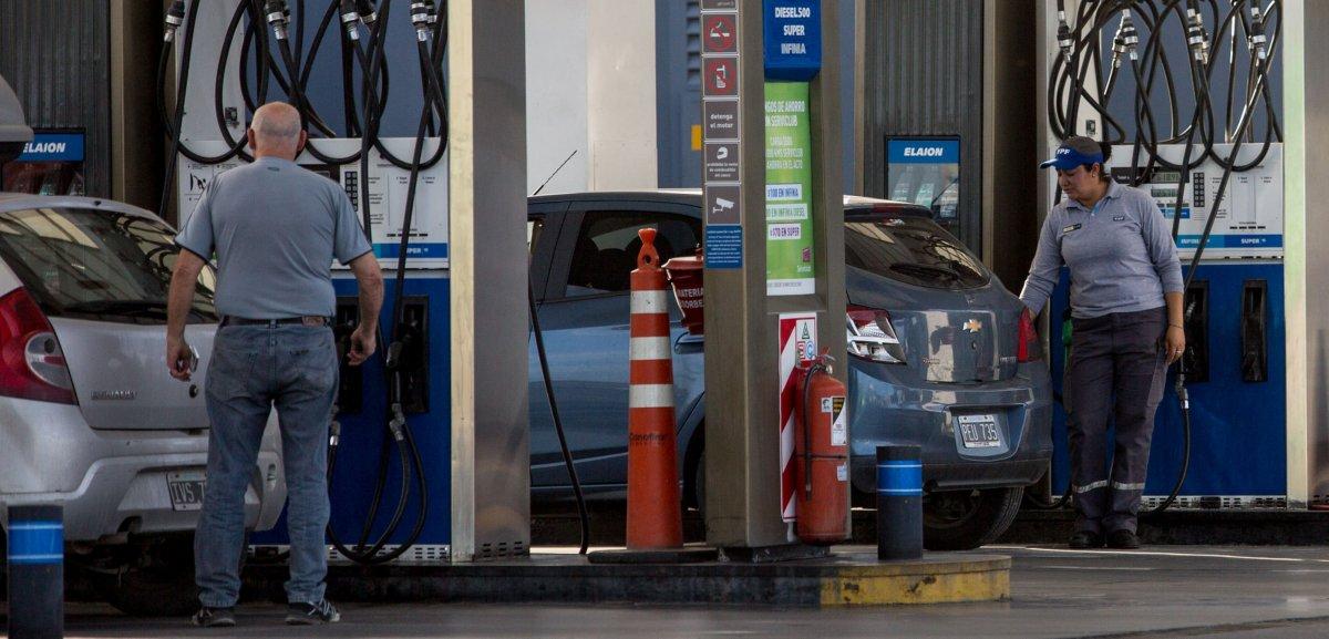 La presión de las petroleras funcionó y el gobierno retrocede en congelar el precio de los combustibles