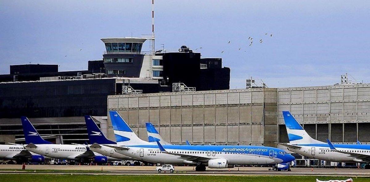 Noventa vuelos afectados por el paro de controladores aéreos