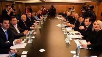 Gobernadores opositores cuestionan las medidas nacionales