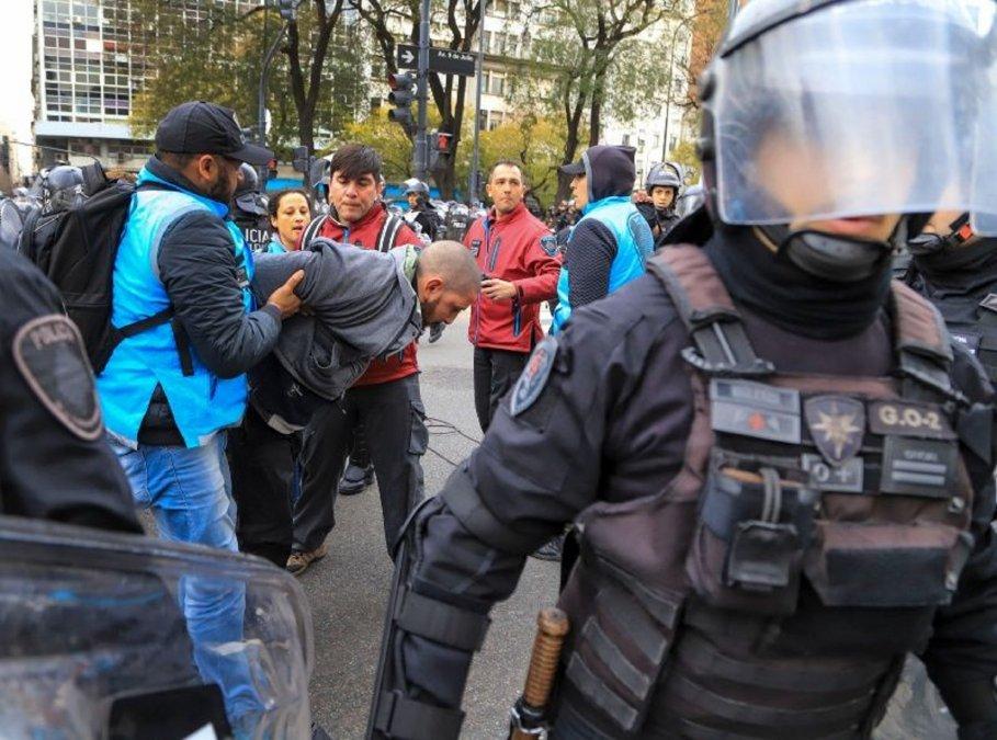 Conflicto entre manifestantes y la policía