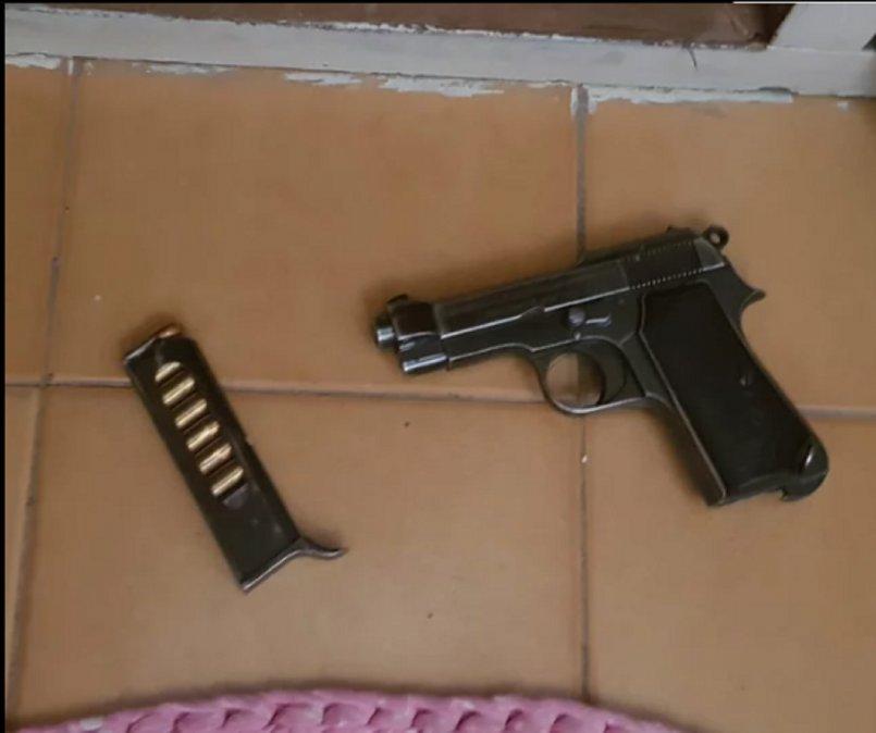 Secuestraron un arma a delegados de UOCRA
