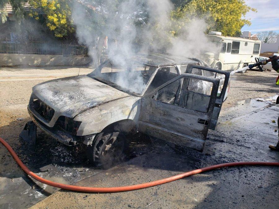 Impresionante video de una camioneta en llamas