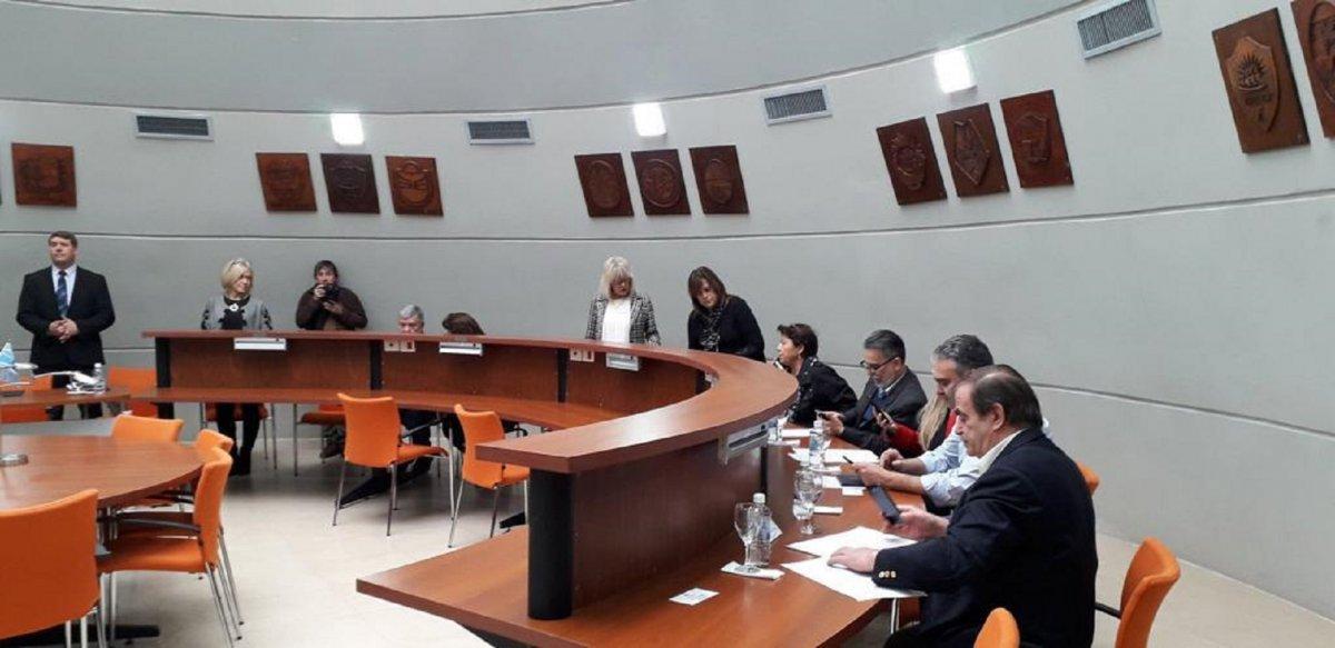 La biblioteca de la Legislatura fue condicionada para que se lleve a cabo la sesión.