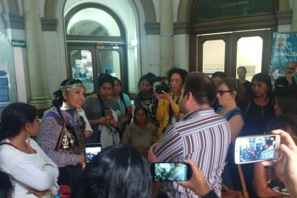 Mujeres de pueblos originarios ocuparon el Ministerio del Interior