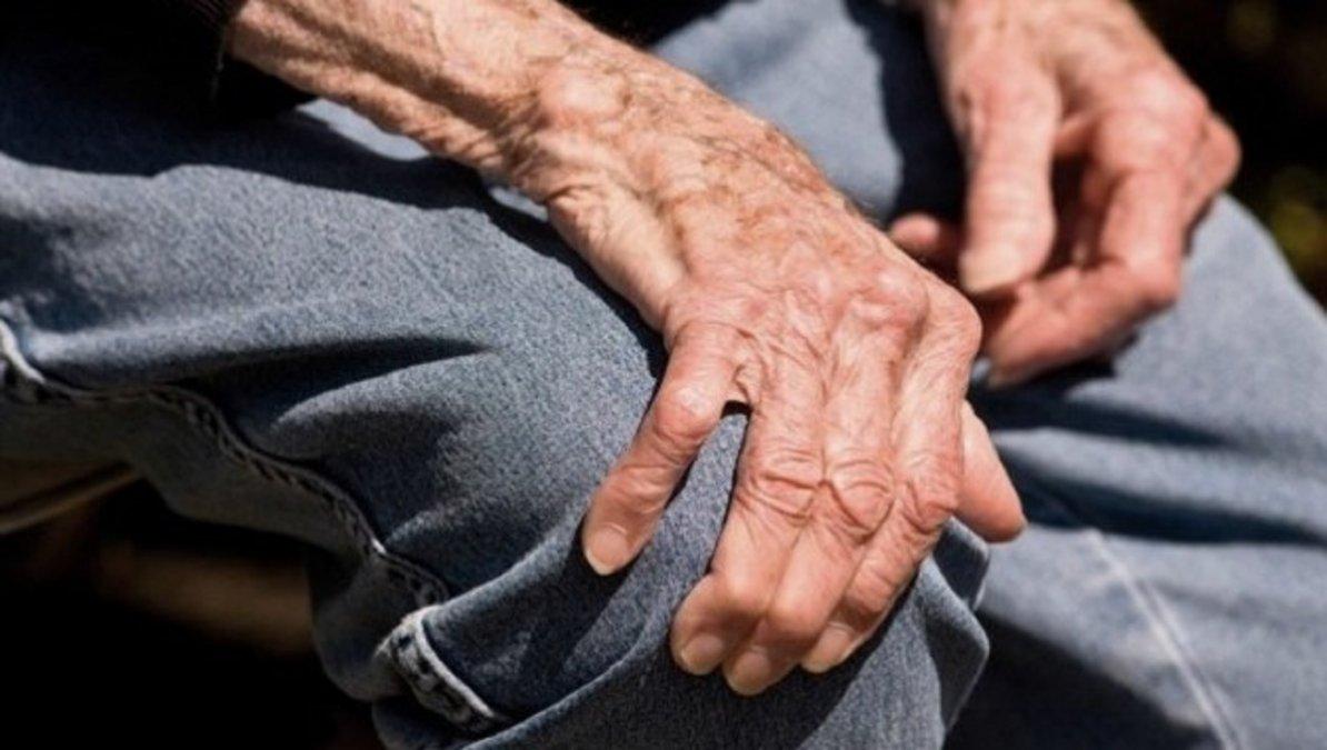 Le robaron la pensión a un jubilado