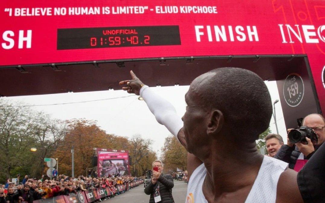 Eliud Kipchoge, el primer hombre que corrió una maratón por debajo de las 2 horas