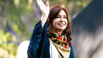 CFK volvió al país y ya prevé encuentros de cara a la transición