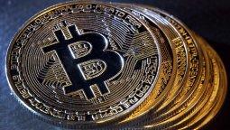 altText(¿Qué es y cómo funciona el Bitcoin?)}