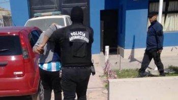 Detuvieron a 6 personas e incautaron drogas y armas
