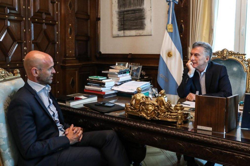 Macri y otros seis funcionarios imputados por traición a la patria