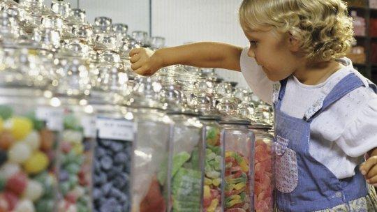 Para prevenir la diabetes, los supermercados no podrán exhibir golosinas
