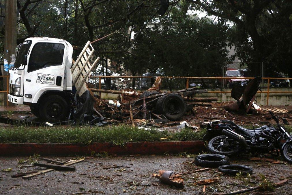 Explotó un camión y mató a tres policías