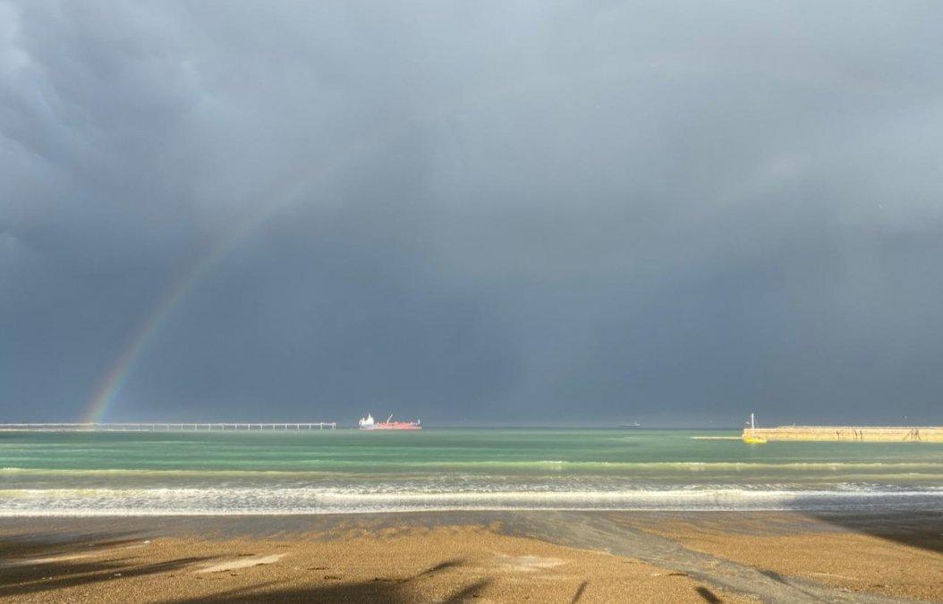 La lluvia pintó un arco iris en Comodoro y Rada Tilly
