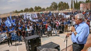 Petroleros: Pereyra acuerda recortar sueldos para evitar despidos