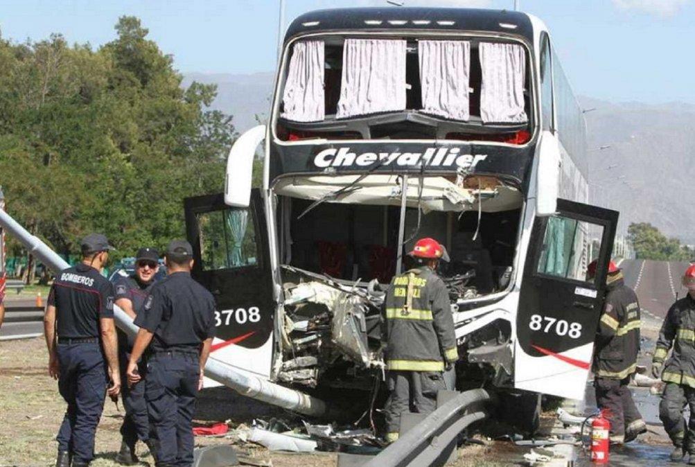 Mendoza: Chocó un colectivo y hay veinte heridos