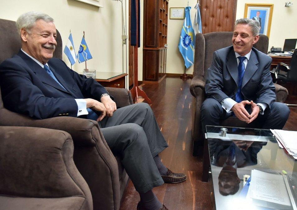 Arcioni se reunió con el ex gobernador Lizurume