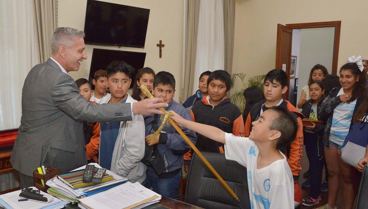 Arcioni recibió a alumnos de Aldea Epulef y Colan Conhué