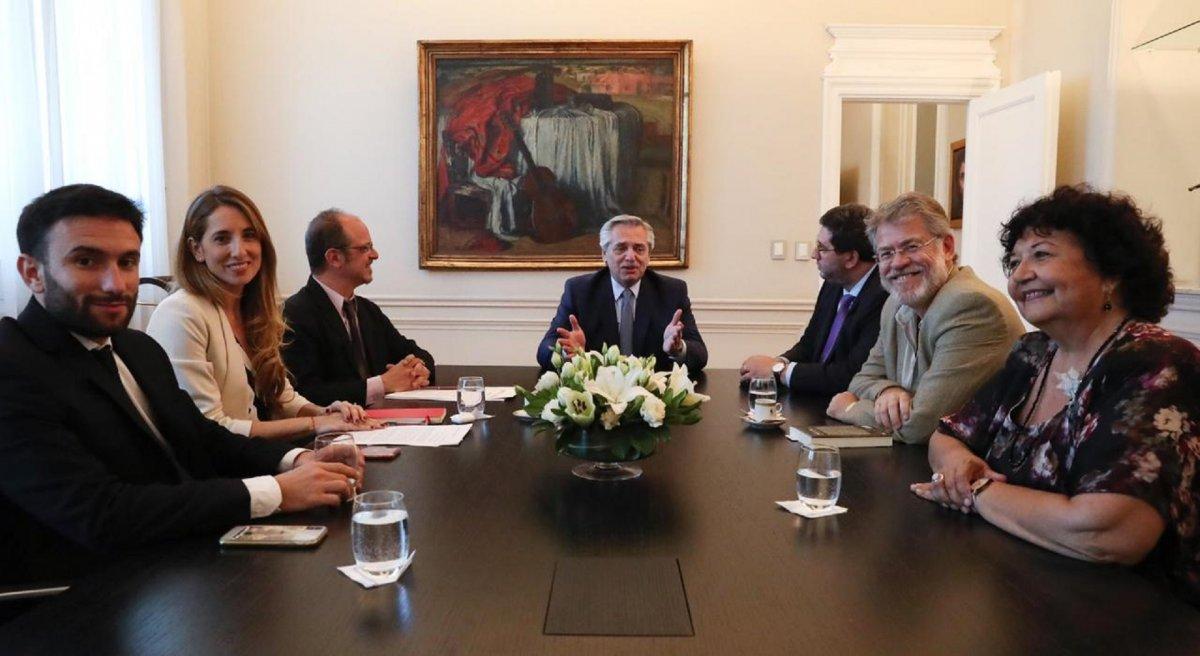 Fernández mantuvo su primera reunión con el Consejo de Asesores