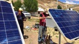 altText(Instalan paneles solares en una escuela de Piedra Parada)}
