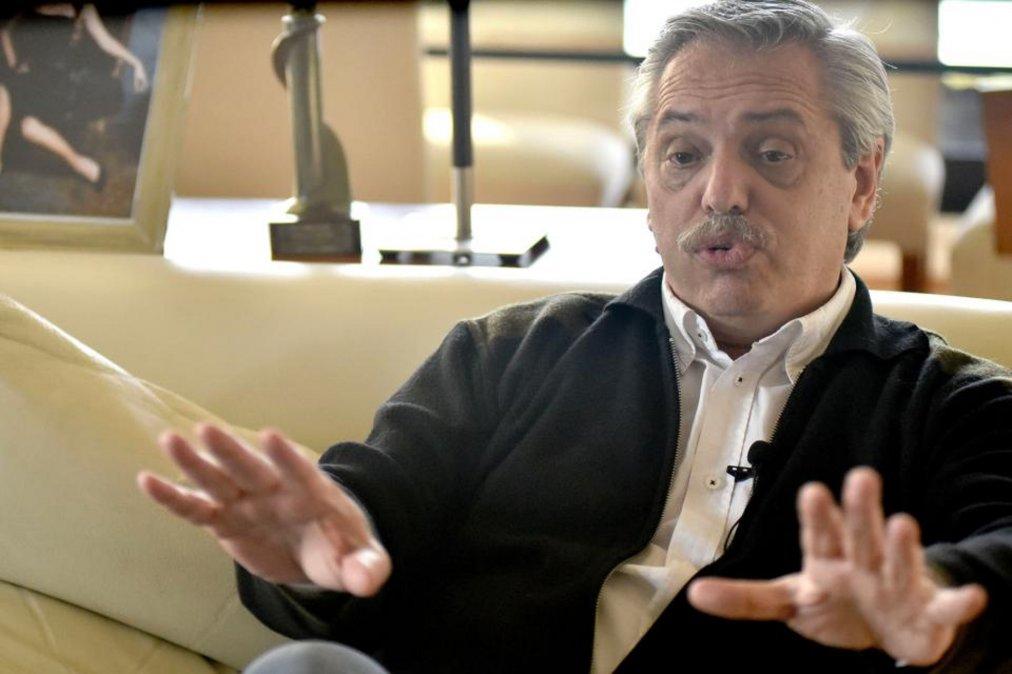 Fernández evalúa una ley para penar a quienes nieguen los crímenes de la dictadura