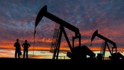 altText(El precio del barril de petróleo aumentó casi un 4% )}
