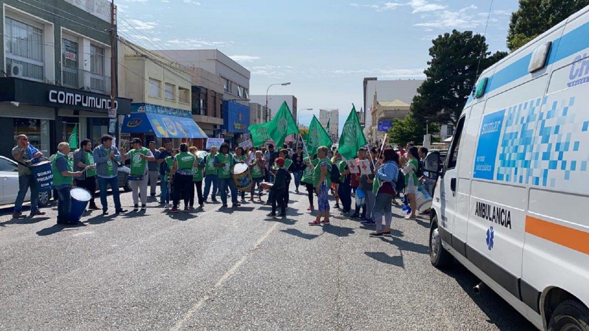 Trabajadores de ATE cortan la calle San Martín