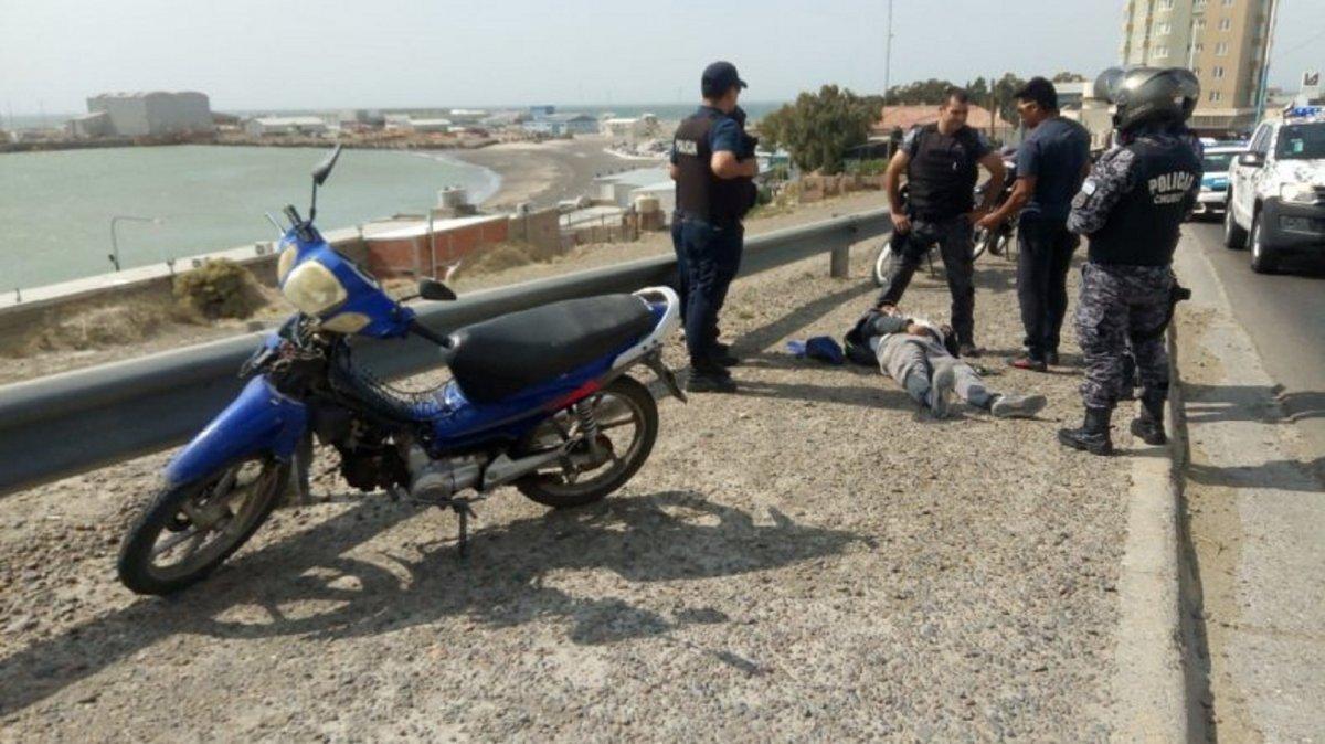 Un motociclista sufrió un accidente por los fuertes vientos