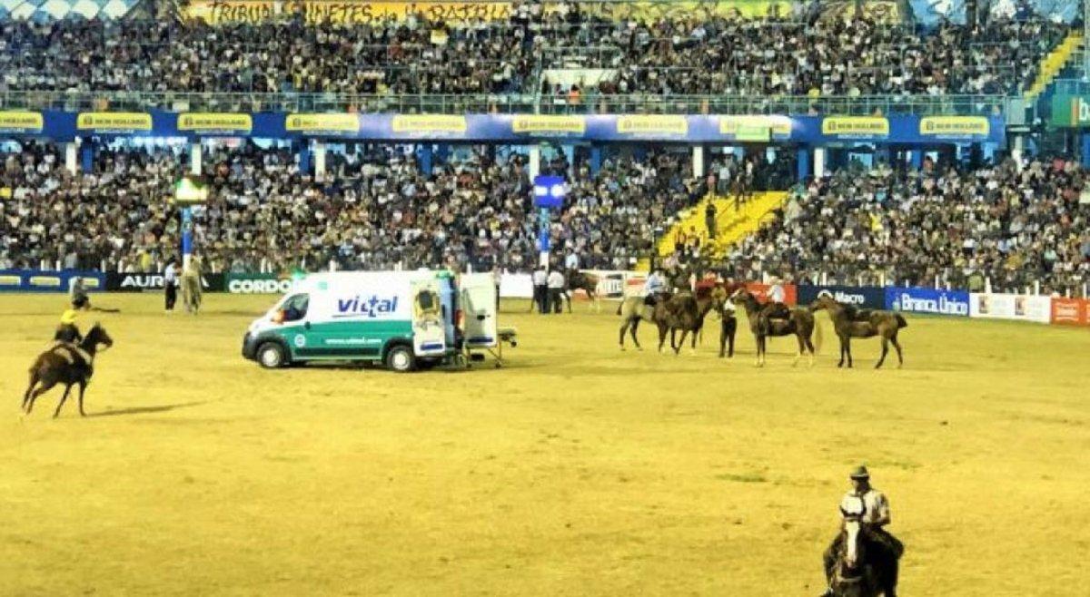 Festival de Jesús María: Murió un jinete aplastado por un caballo