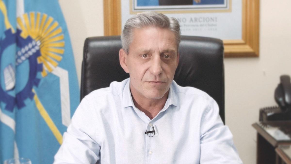 Chubut: El gobernador Arcioni anunció que no cobrará su salario por 6 meses