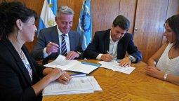 altText(Arcioni y Arroyo se reunieron para mejorar la situación del hambre en Chubut)}