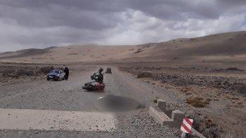 Turista perdió la vida tras caer de su moto