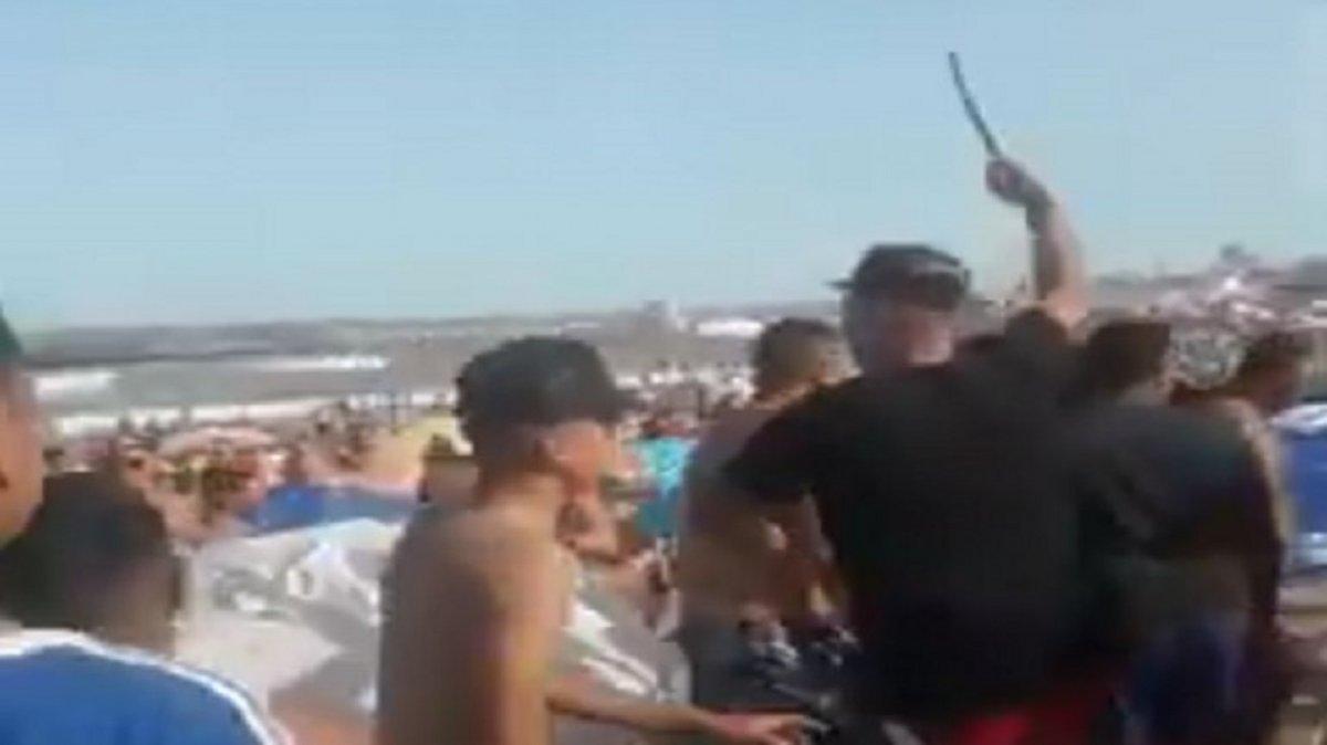 Pelea en la playa por el volumen de la música
