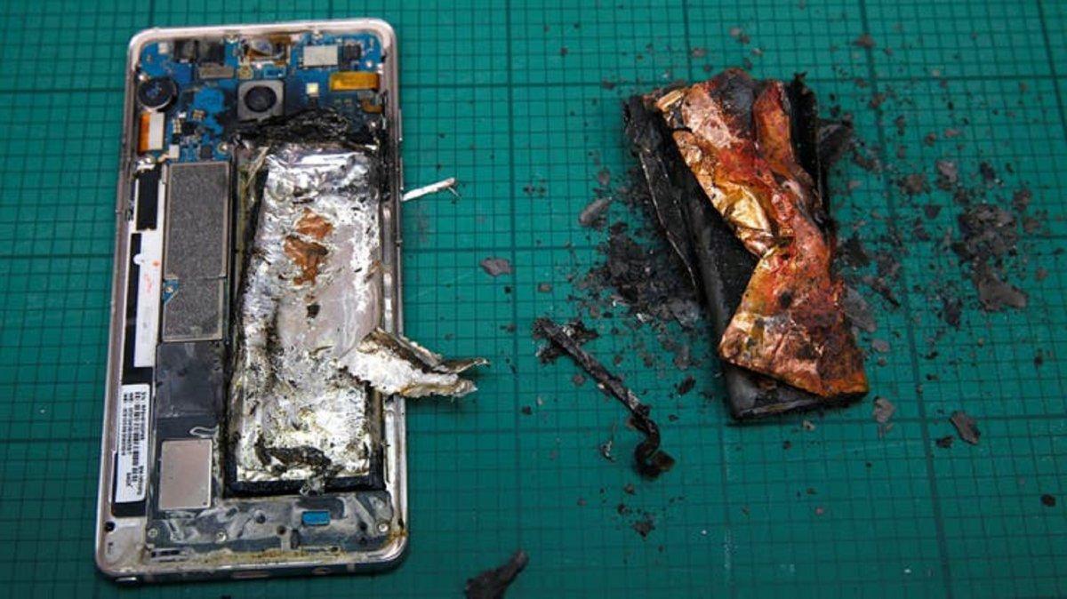 Porqué puede explotar la batería del celular y cómo evitarlo