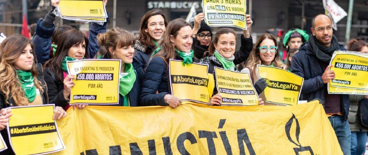 Amnesty propone un insólito mecanismo para legalizar el aborto