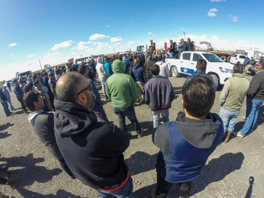 Camioneros, UOCRA y petroleros le iniciaron paro a SINOPEC