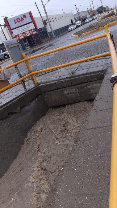 La lluvia generó dificultades en varios barrios de la ciudad
