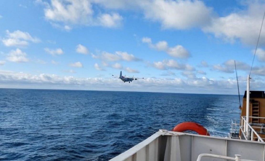 Prefectura busca al tripulante de un barco que cayó al mar