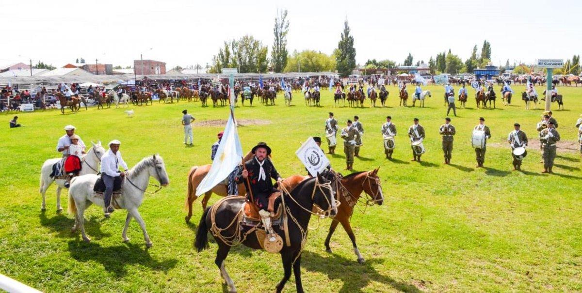 Funcionarios provinciales presentes en la Fiesta de la Doma y Folclore