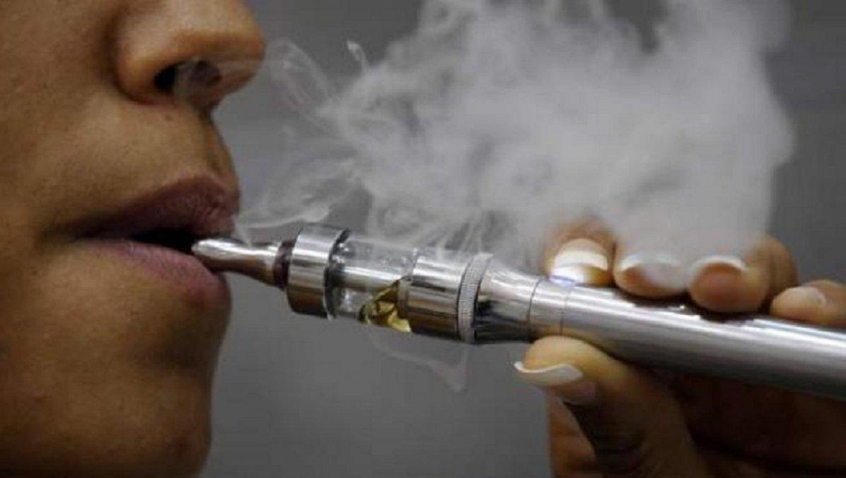 Gustavo Menna presentó un proyecto para prohibir el cigarrillo electrónico
