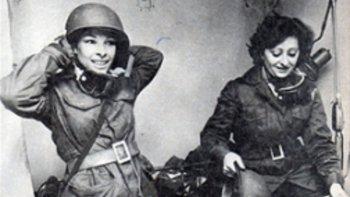 Stella Morales y Ana Massito, enfermeras que desempeñaron su labor en el Hospital Reubicable de Comodoro Rivadavia durante la Guerra.