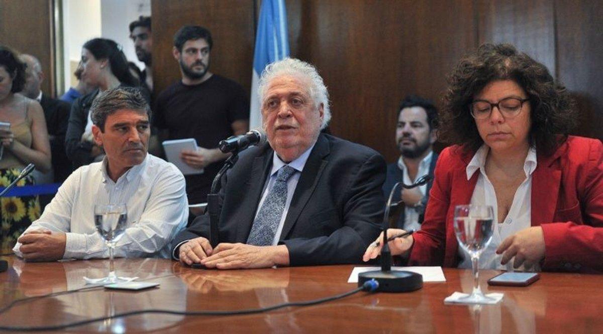Gines González García confirmó el primer caso de coronavirus en el país.