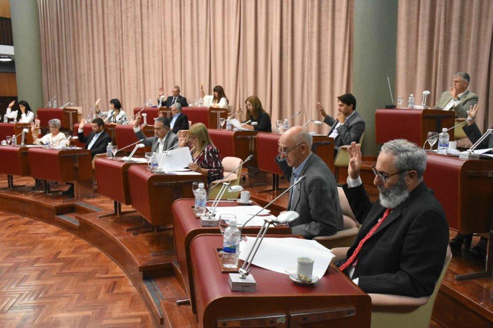 Arcioni convoca a sesión extraordinaria para tratar la Zonificación Minera
