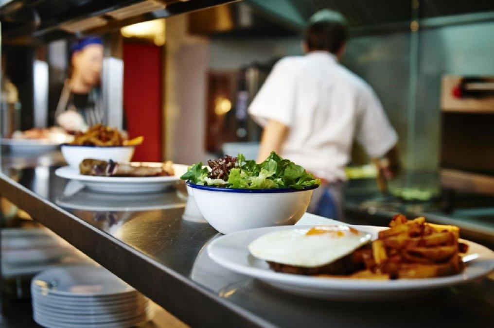 Se extenderá el horario de atención de locales gastronómicos