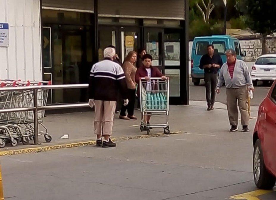 Los supermercados de la ciudad cumplen las medidas para evitar que se propague el Coronavirus.
