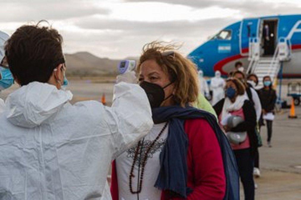 Los turistas deberán presentar un certificado y cobertura covid viajero.