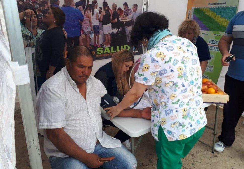 El Intendente Luque garantizó el transporte gratuito para trabajadores de la salud pública.