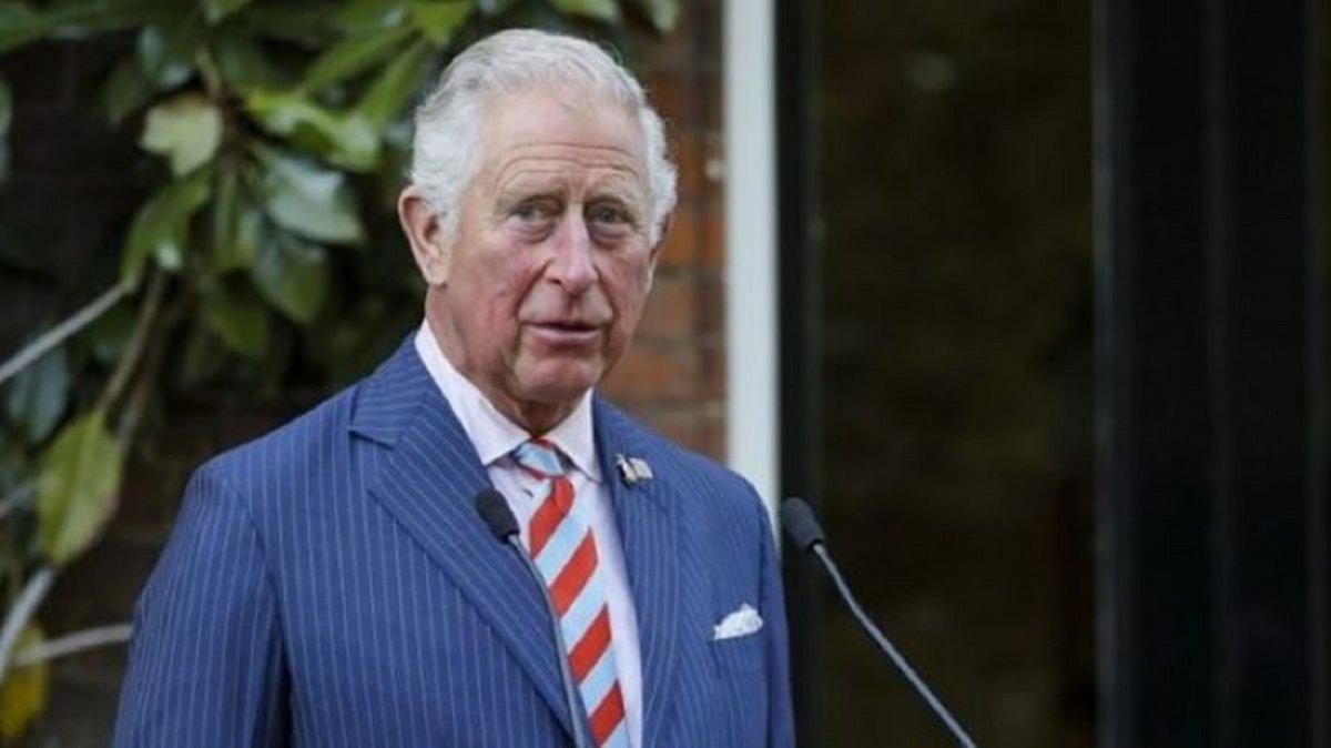 El heredero al trono del Reino Unido dio positivo al coronavirus.