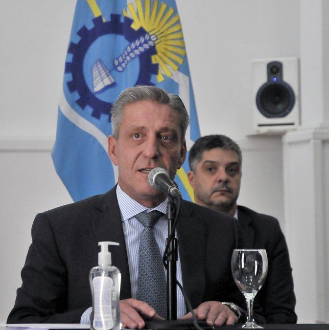 Mariano Arcioni durante la conferencia de prensa del Comité de Crisis.