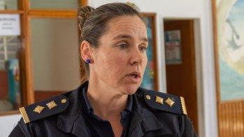 La comisario Laura Mirantes, Jefa de la comisaría de Rawson, fue pasada a disponibilidad por orden del ministro de Seguridad Federico Massoni.
